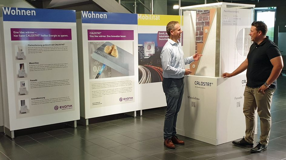 René Pascheberg (right) of InnovationCity and Frank Gmach, Evonik Marketing Thermal Insulation, at the CALOSTAT® exhibit, where they discuss the advantages of this highly efficient, non-combustable insulating material.